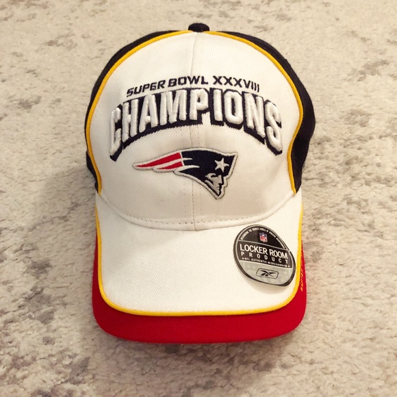 000ec90fd Red   white New England Patriots Super Bowl hat